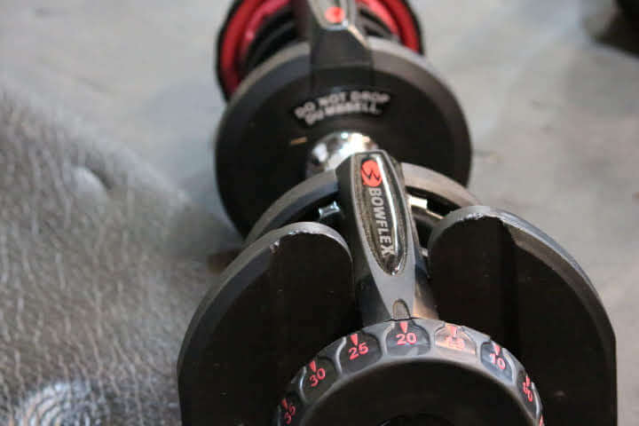 SelectTech 1090 dumbbell set at 20 lbs on one end and 10 lbs on the other, making it 15 lbs.