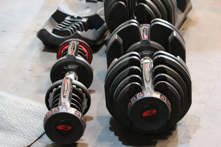 What the Bowflex SelectTech dumbbells look like at 10 lbs and 90 lbs.